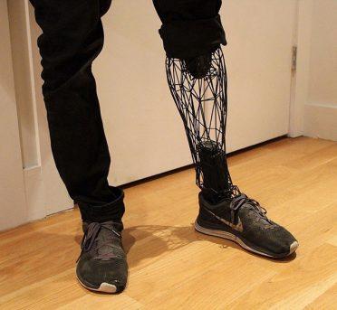 ساخت پای مصنوعی با پرینترهای سه بعدی و تیتانیوم
